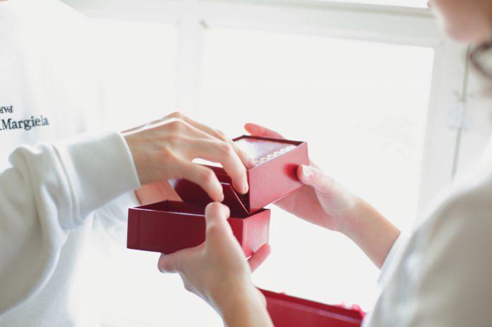 スタジオ撮影,カルティエ指輪,婚約指輪,結婚指輪,プロポーズ,プレゼント
