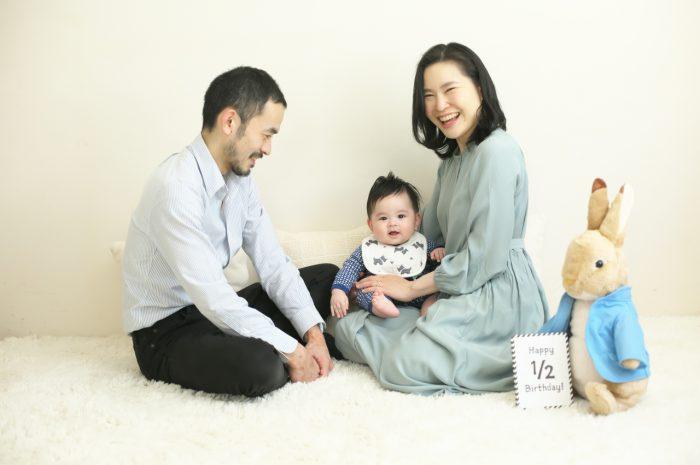 3人家族,ハーフバースディ,ハーフバースディ撮影,渋谷スタジオ,明るいスタジオ,癒し,人気スタジオ