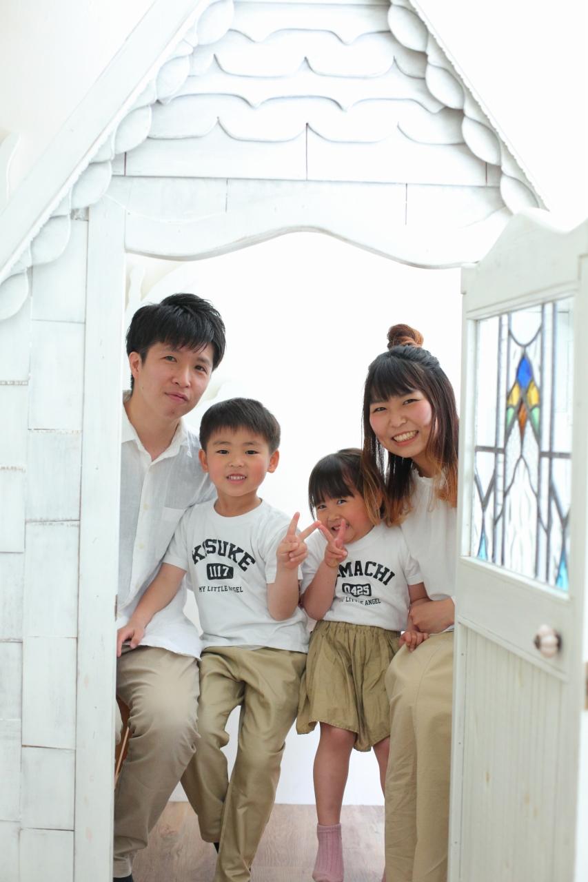 4人家族写真,記念写真,スタジオ撮影,おそろ