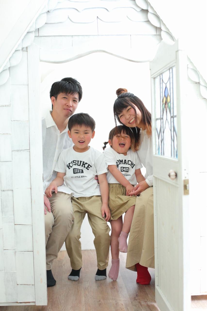 4人家族写真,記念写真,スタジオ撮影,お揃いコーデ