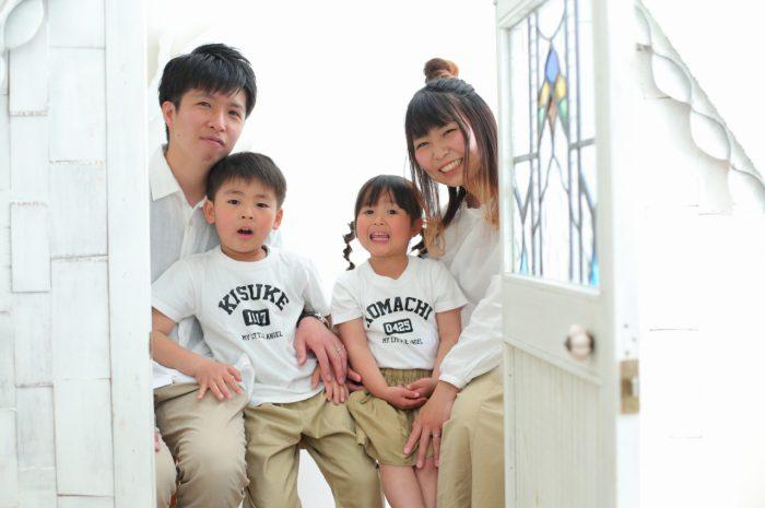 4人家族写真,記念写真,スタジオ撮影,お揃い