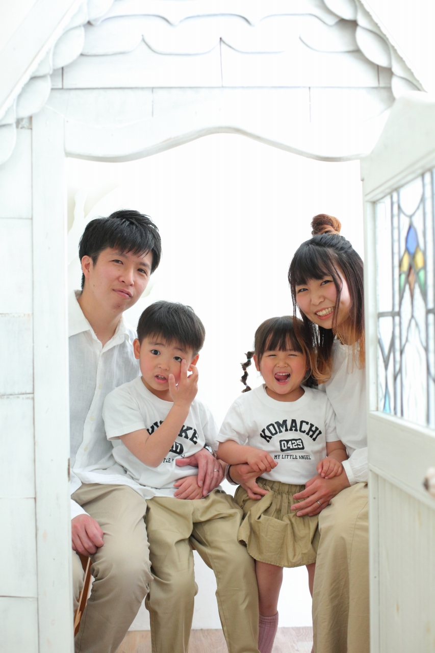 4人家族写真,記念写真,スタジオ撮影