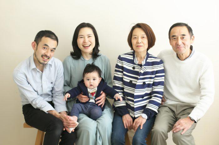 おじいちゃんおばあちゃんと家族写真,ハーフバースディ