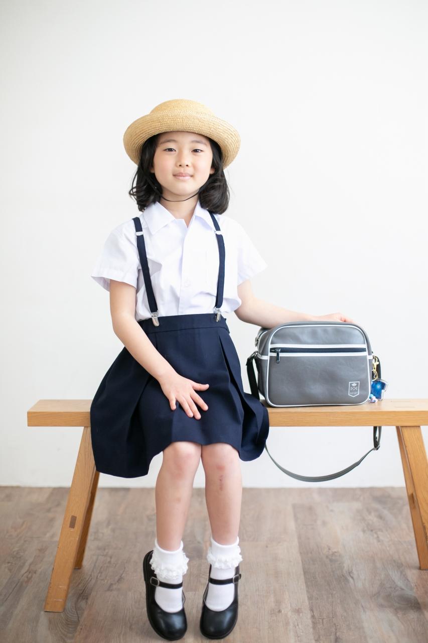 卒園記念写真,スタジオ撮影,幼稚園制服,夏服,麦わら帽子,かばん,かわいい
