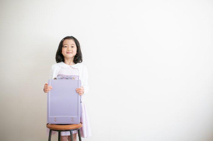小学校入学記念写真,ランドセル撮影,6歳,紫色のランドセル