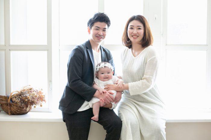 ハーフバースディ写真撮影,3人家族,家族写真,渋谷スタジオ,明るいスタジオ