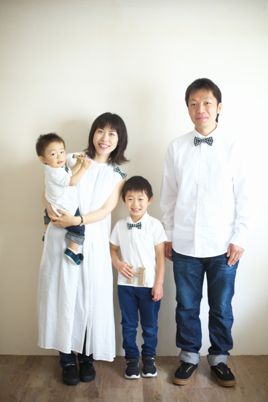 4人家族,写真撮影,家族写真,撮影,スタジオ撮影,渋谷スタジオ,富ヶ谷スタジオ撮影,STUDIO撮ろうよ,明るいスタジオ