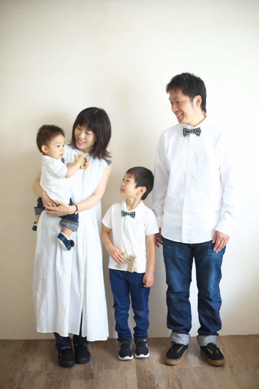 4人家族,写真撮影,家族写真,撮影,スタジオ撮影,渋谷スタジオ,富ヶ谷スタジオ撮影,STUDIO撮ろうよ,白いスタジオ