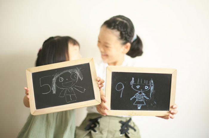 姉妹撮影,スタジオ撮影,5歳,9歳,黒板