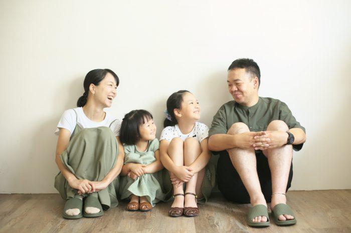 家族写真,4人家族,仲良し家族,恒例の家族写真,家族写真撮影,スタジオ撮影